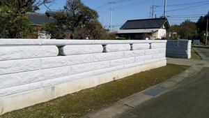 重厚感あるコブ出し加工と施主さまの体格に合わせた石塀工事(小美玉市 Iさま) 事例写真1