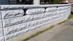 重厚感あるコブ出し加工と施主さまの体格に合わせた石塀工事(小美玉市 Iさま) 事例写真3
